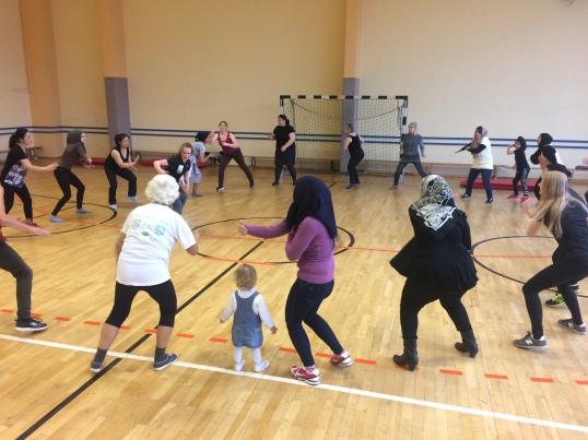 Actividades realizadas en pabellón deportivo femenino en el 'Freizeitforum Marzahn'